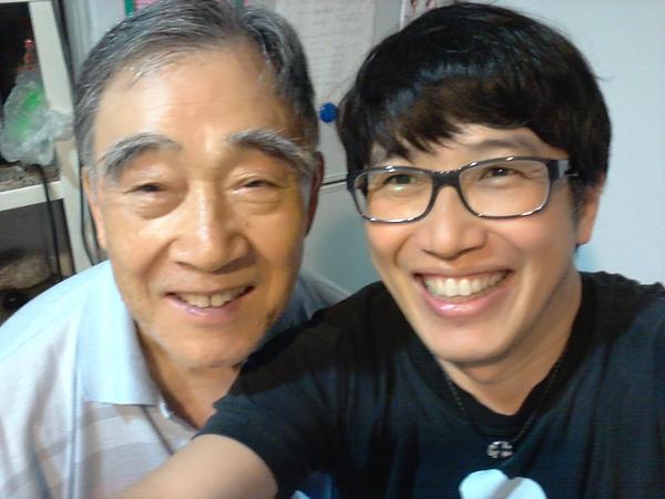 這位就是支持我從事「我的志願」的老爸,也跟我玩起自拍.....