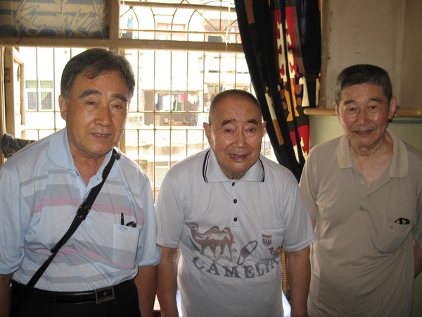 戴家老爺們(從左到右:我父親--他二哥(我二伯)--他四弟(我四叔)